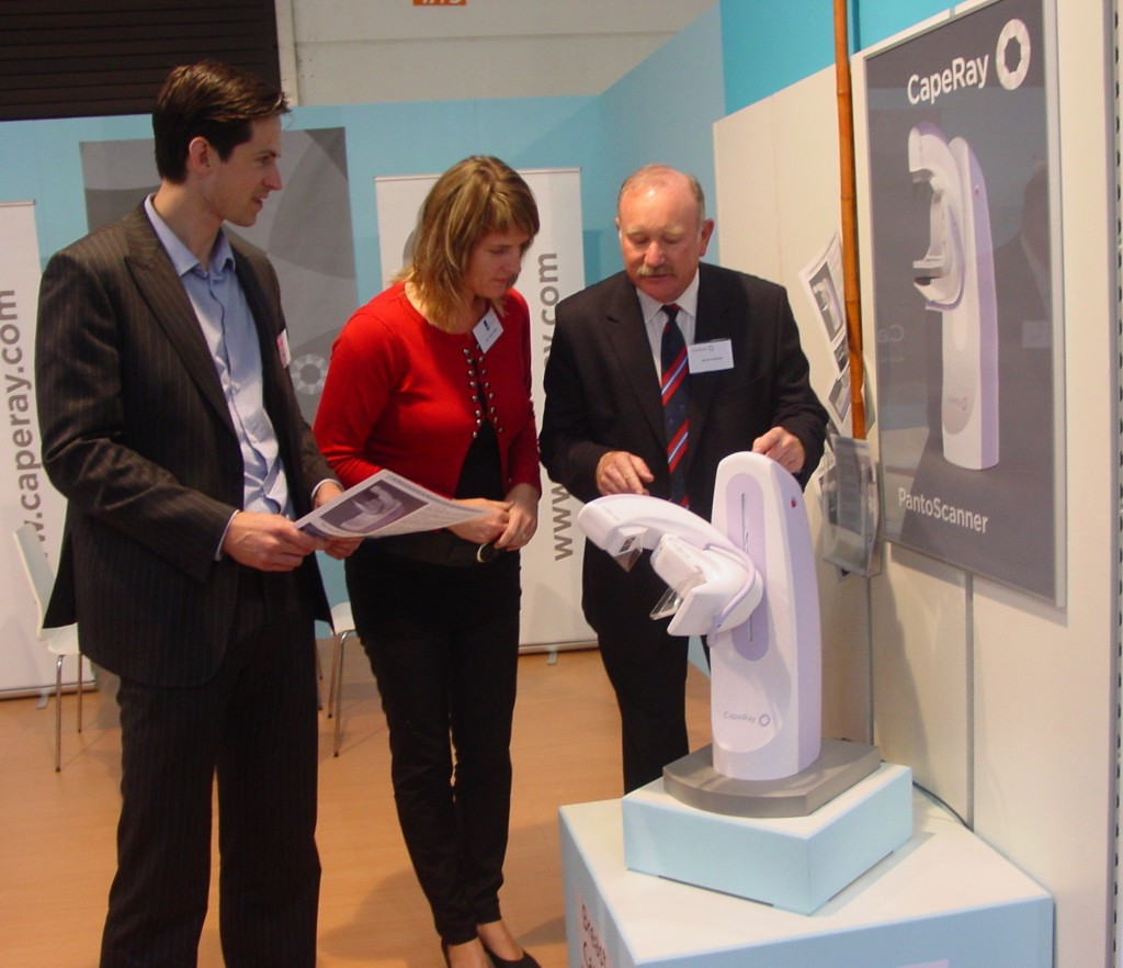 Demonstrating the mini-PantoScanner, from left: Roland Baasch, Leviene Faber from CBI and Kit Vaughan